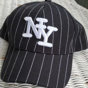 New N Y Yankees Ball Cap Black/White Pinstripe